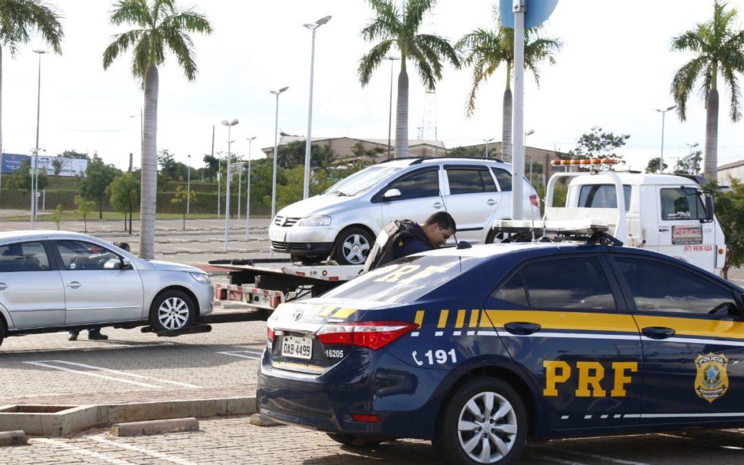 Motorista que se escondeu em shopping estava com R$100 mil em contrabando