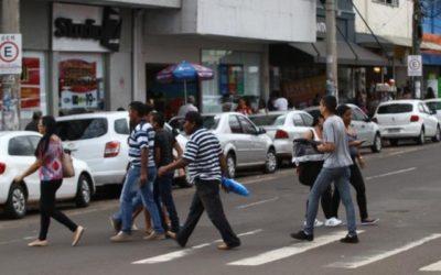 Metade das famílias de Campo Grande está comprando menos neste ano
