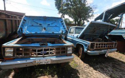 Com previsão de arrecadar R$ 27 mil, governo leiloa veículos e sucatas