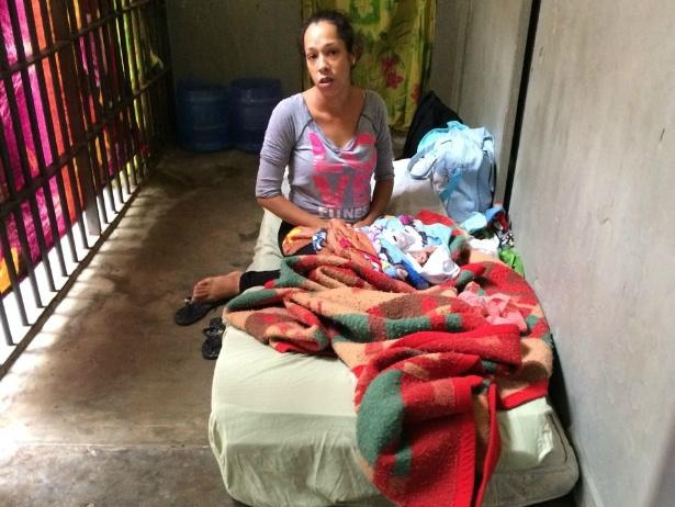 Bebê de três dias está preso em cela de 2 metros junto de mãe em SP